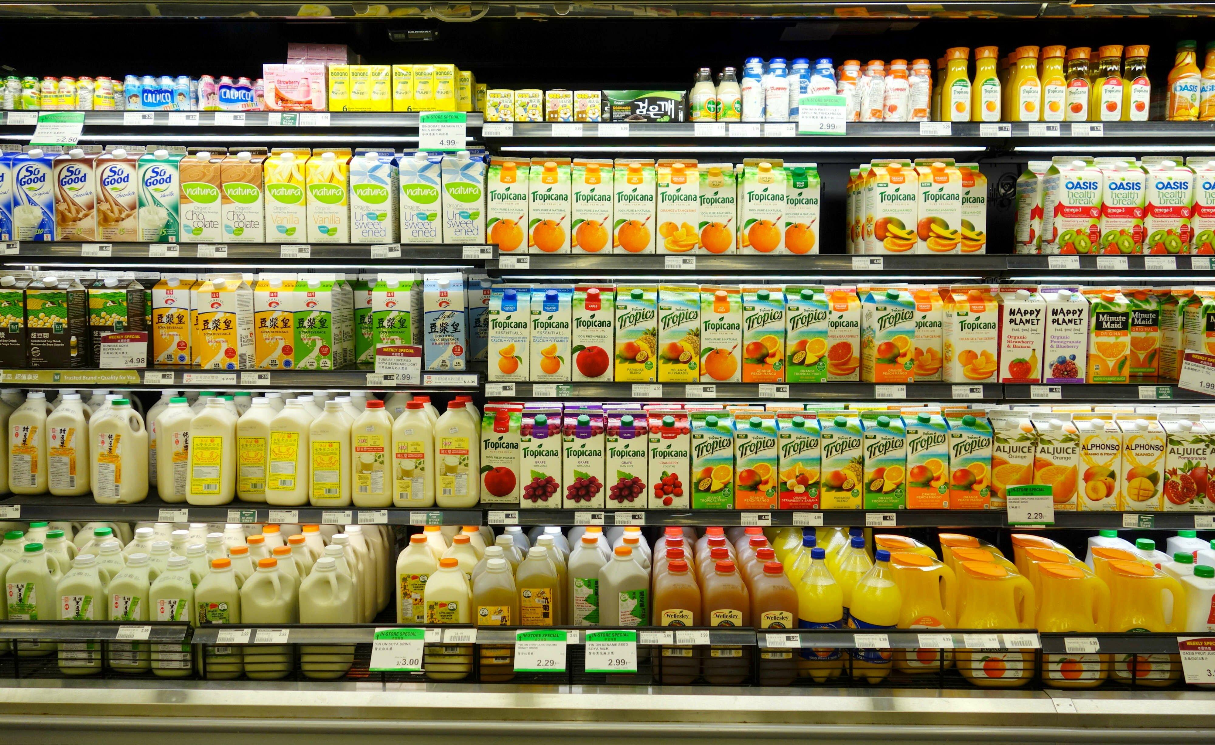 Продуктовая полка супермаркета